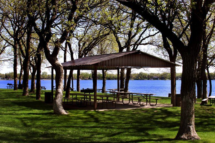 Lakeside Park Picnic Pavillion with Tables